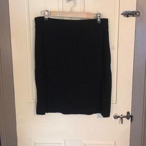 Stretchy black skirt